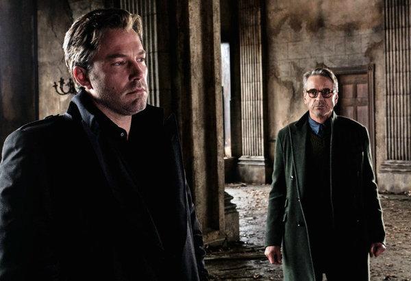 Ben-Affleck-es-extraordinario-como-Batman-segun-Jeremy-Irons_landscape