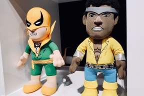 Iron Fist and Luke Cage, two plushy ol' pals. Makes you wanna just hug it all out.